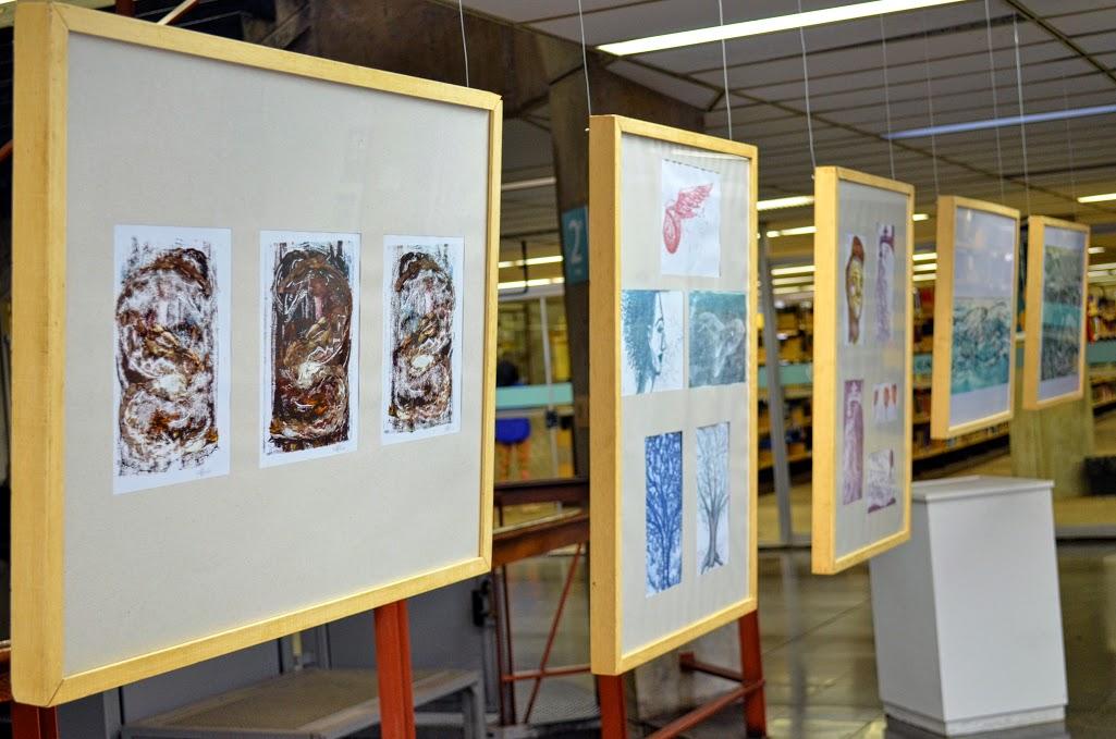 Exposição na Biblioteca Central reúne trabalhos de estudantes da EBA (Foto: Alex Vilaça)