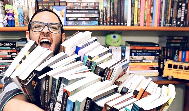 Victor Almeida - Jovem de Londrina, no Paraná, é dono do canal Geek Freak, dedicado à cultura pop, especialmente literatura para jovens e animes (Foto: Divulgação)