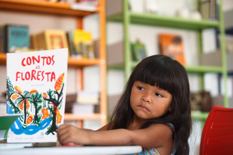 Projeto Rede 'Ler é preciso' já viabilizou bibliotecas em aldeias indígenas (Foto: Divulgação/Instituto Ecofuturo)