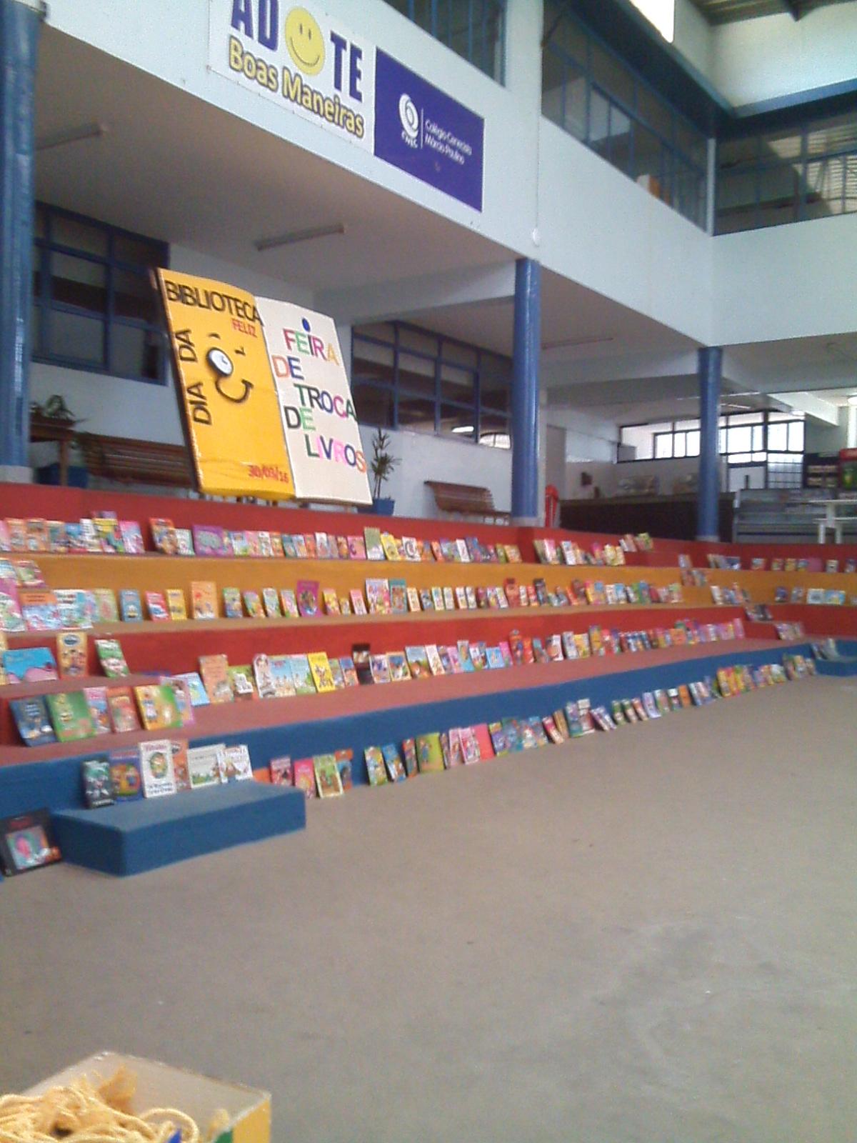 Feira de livros promove a troca de 464 obras entre os alunos (Foto: Vanessa Cipriano)