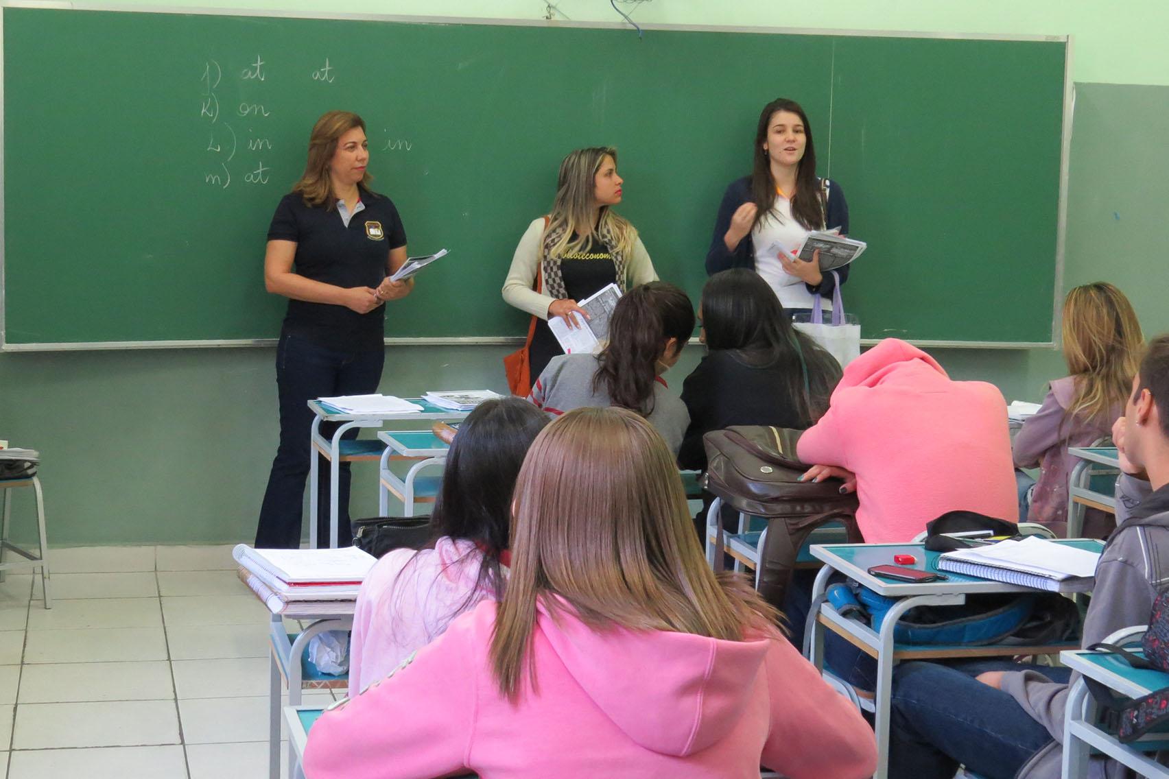 UNIFOR-MG leva laboratório itinerante para escolas da cidade (Foto: Divulgação)