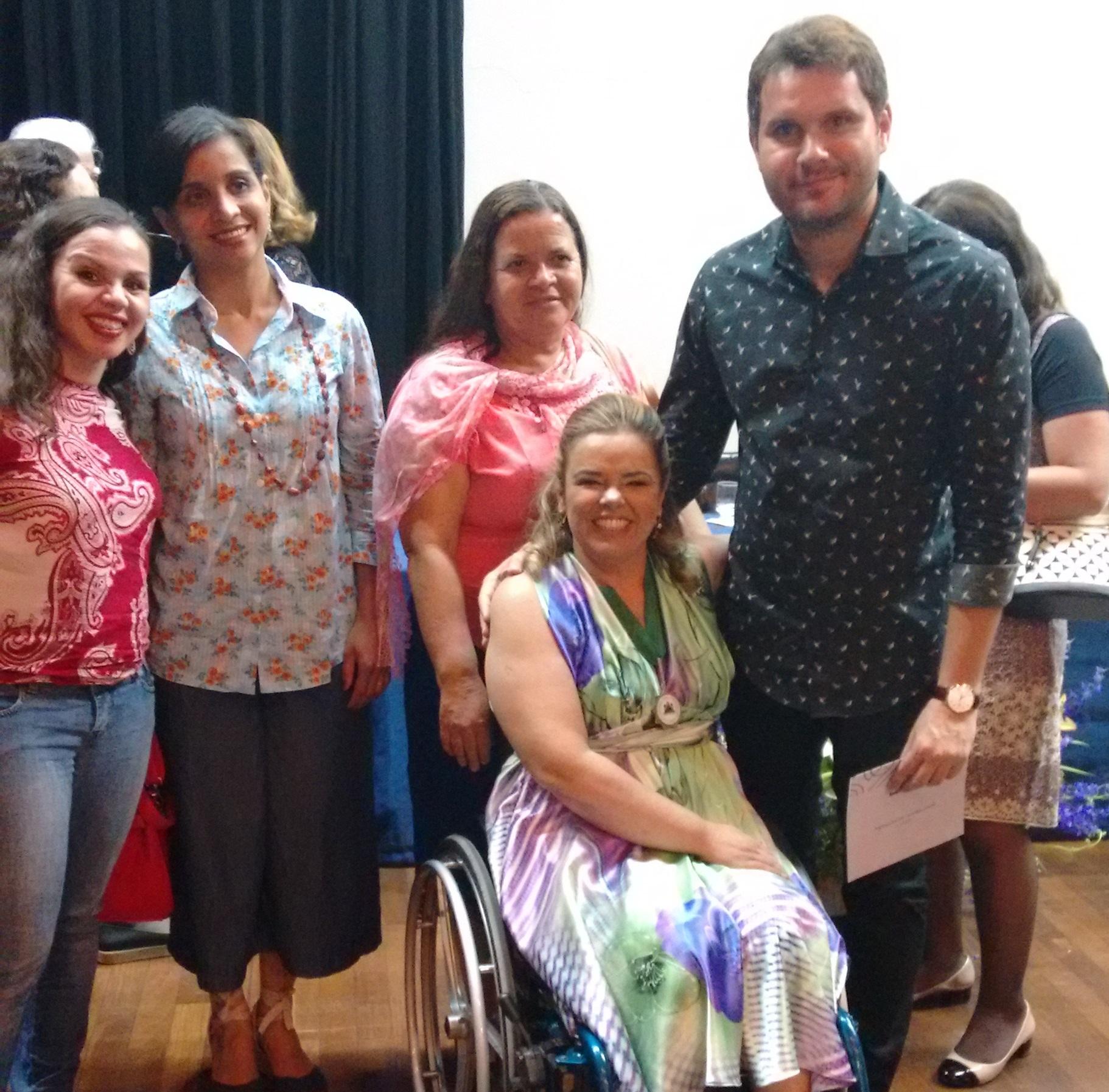 A bibliotecária Cláudia Andrade de Barros e o tesoureiro do CRB-6, Álamo Chaves