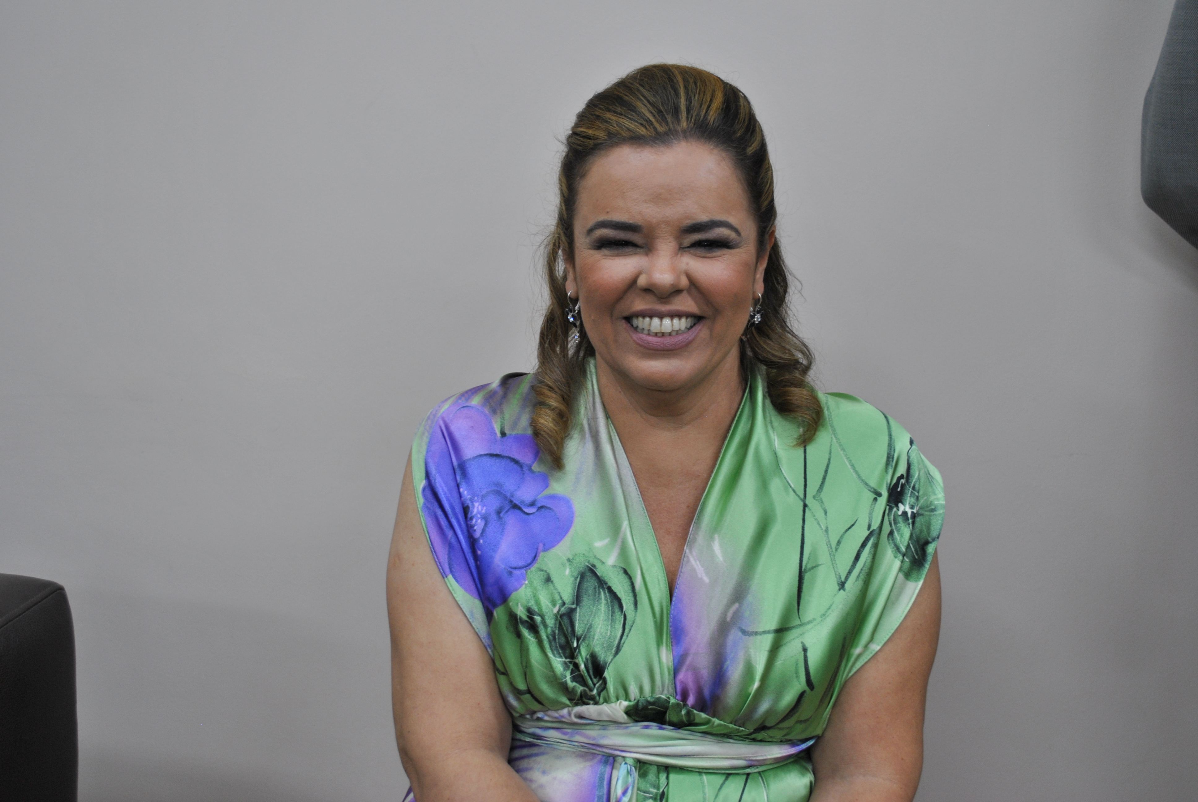 A bibliotecária Cláudia Barros foi homenageada pela UFMG (Foto: Maíra Bueno)