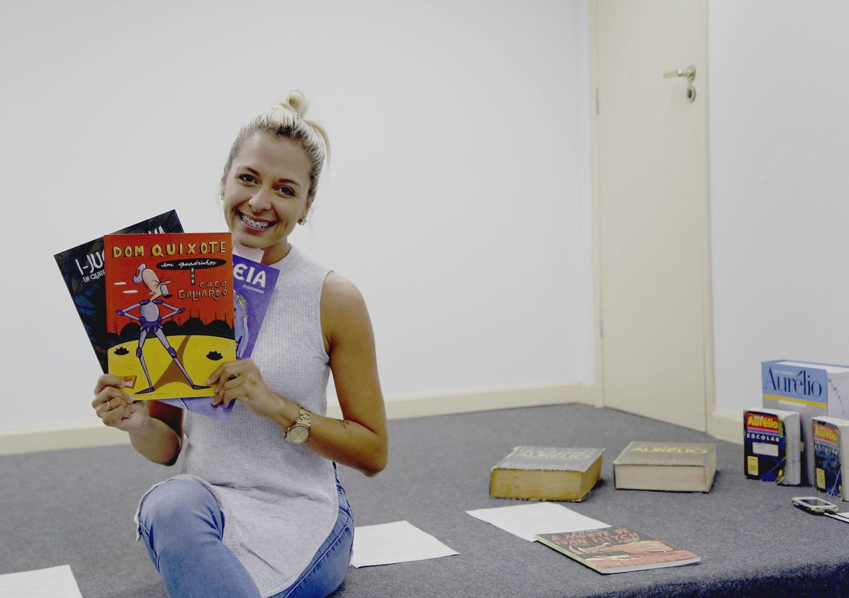 Ideia do projeto partiu de Rebeca de Oliveira, do 8º período de Biblioteconomia e Documentação. Hoje o projeto é o seu Trabalho de Conclusão de Curso (Foto: Reprodução/UFS)