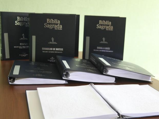 Bíblia em braile Itaúna (Foto: Prefeitura de Itaúna/Divulgação)