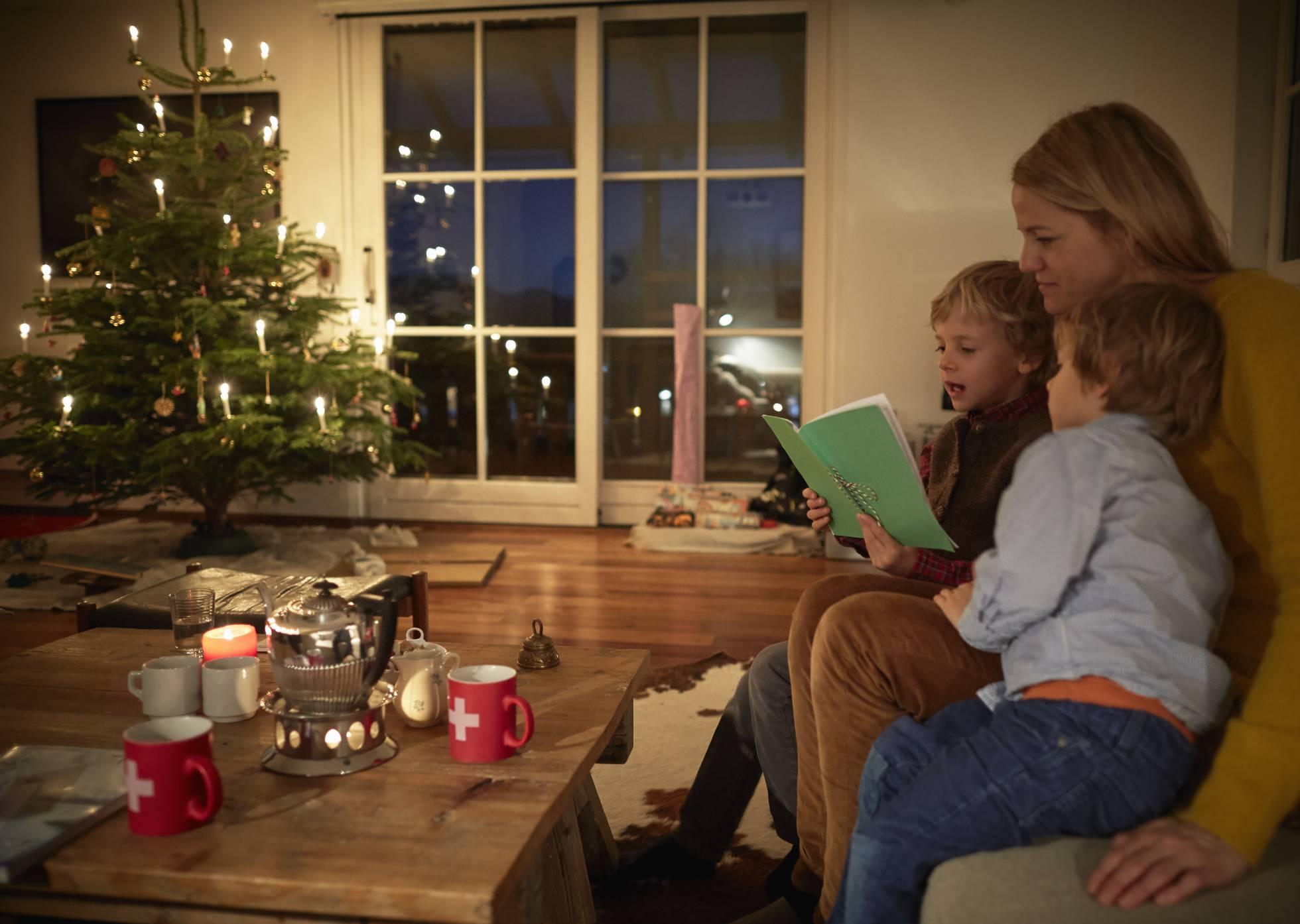Chaminé e livros: na Islândia, as pessoas passam a noite de Natal lendo (Foto: Getty Images)
