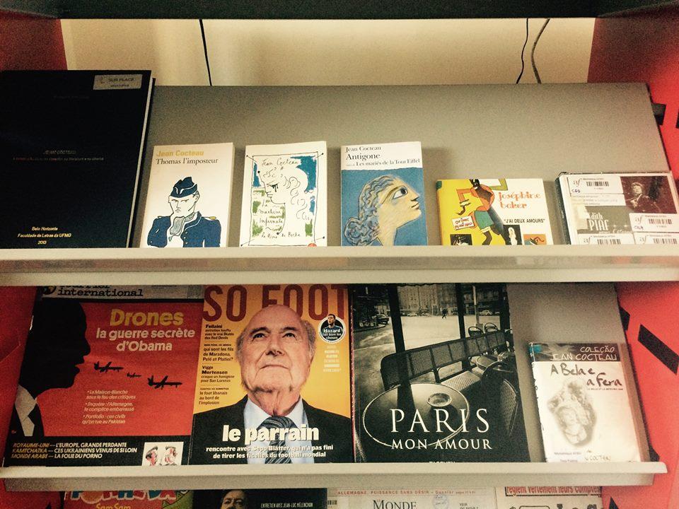 Biblioteca oferece acervo voltado para o ensino e o aprendizado da língua francesa (Foto: Divulgação)