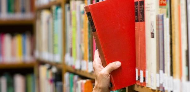 Homem acha livros emprestados há 42 anos nos EUA (Foto: Chris Boswell/Getty Images/iStockphoto)