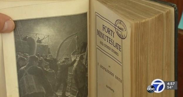 O livro devolvido após um século (Foto: Reprodução/ABC7)