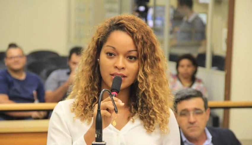 Vereadora levantou polêmica ao criticar leitura da Bíblia nas sessões (Reprodução/Facebook)
