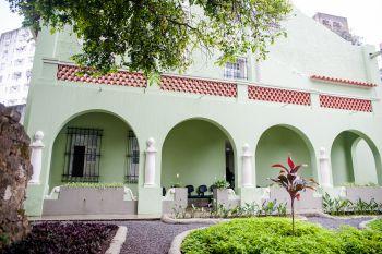 A Biblioteca fica no Casarão Cerqueira Lima, na Cidade Alta (Foto: André Sobral)