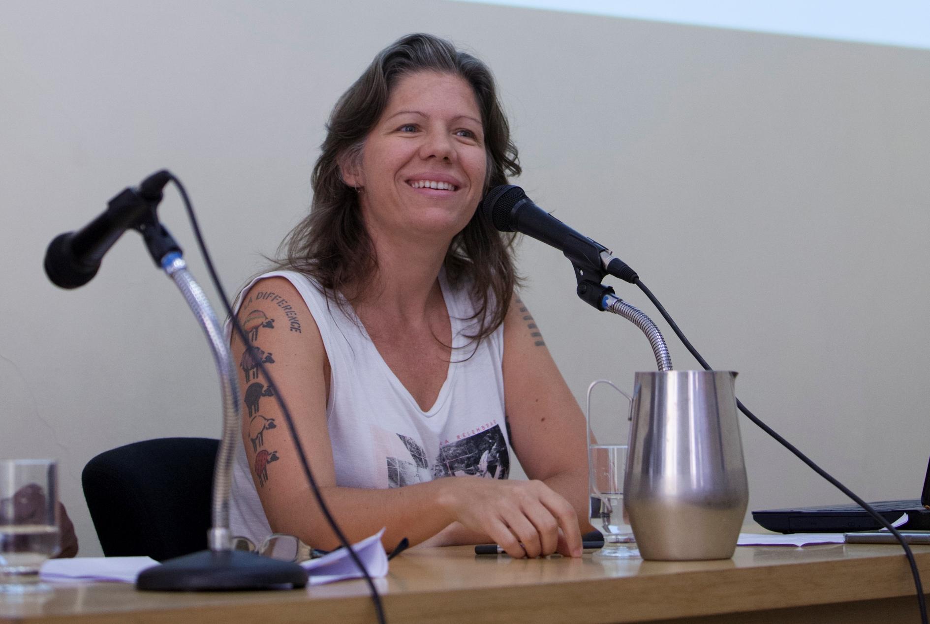 Joana Ziller: redes sociais revelam preconceitos e reforçam estereótipos (Foto: Daniel Protzner / UFMG)