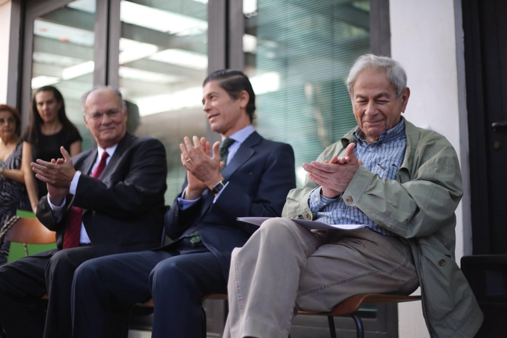 Roberto Freire, Jorge Cabral e Raduan Nassar na entrega do Prêmio Camões (Foto: Marcos Alves/O Globo)