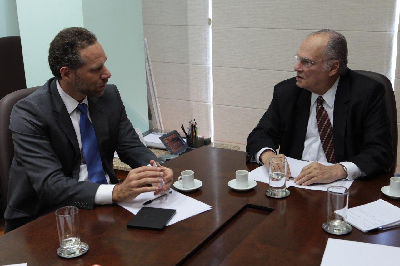 Alex Szapiro e o ministro Roberto Freire debateram possíveis parcerias entre a o Ministério da Cultura e a Amazon (Foto: Edson Leal/Ascom MinC)