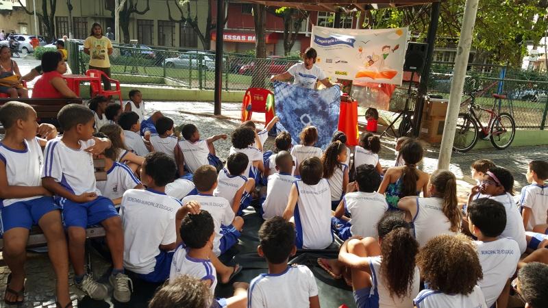 Contação de histórias do grupo Chão de Letras (Foto: Divulgação Semc)