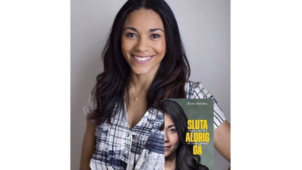"""""""Sluta Aldrig Gå"""" (""""Nunca Pare de Caminhar"""") é o título do livro de Christina, dedicado às palavras da mãe biológica dela (Foto: Divulgação)"""