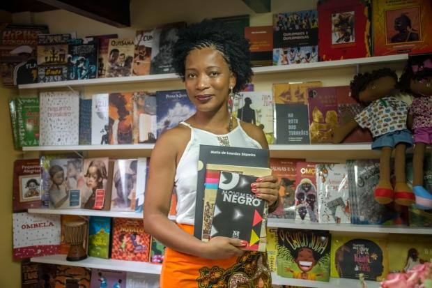 Etiene. Dedicação ao segmento da representatividade negra a literatura (Foto: Reprodução/O Tempo)