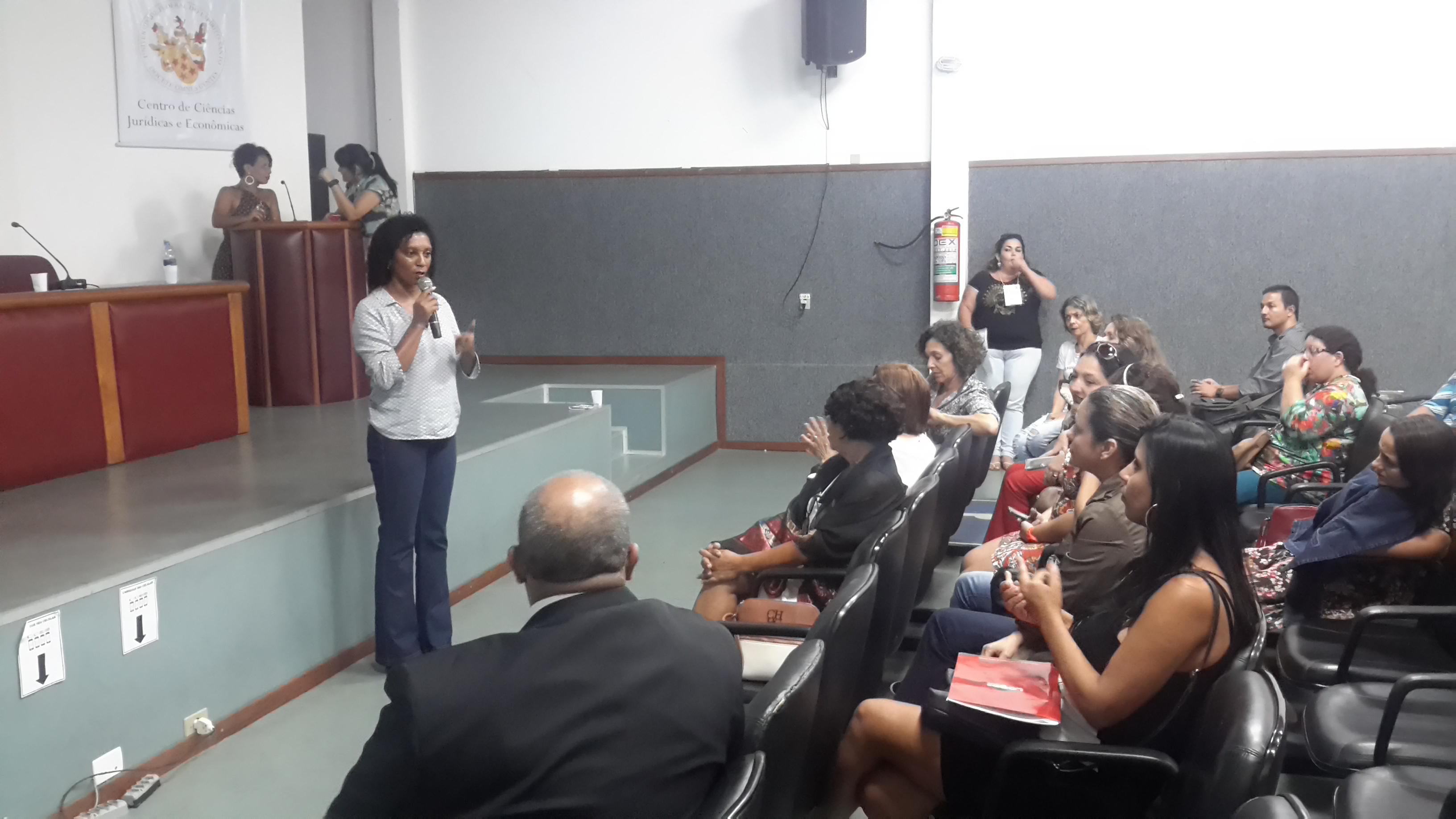 """Sindier Antônia ministrou a palestra """"Biblioteca Escolar: Além de inovar e empreender, implementar a agenda 2030"""""""