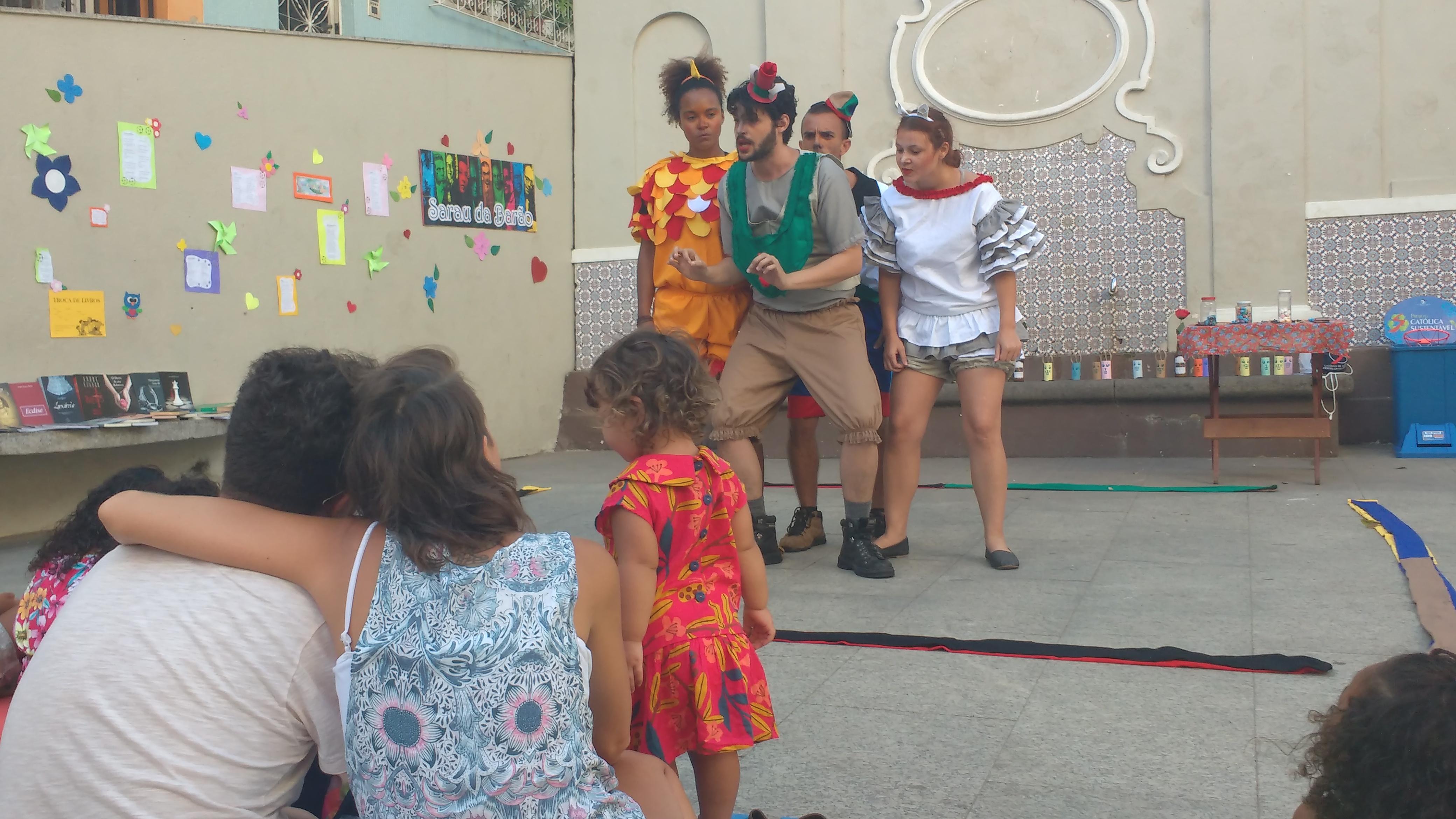 Saltimbancos se apresentam no Centro Cultural Sesc Glória (Foto: David Rocha)