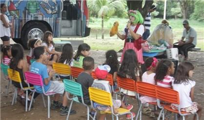 Adultos, jovens e crianças de toda a cidade passaram pelo espaço, no Parque Ipanema, com oportunidade para ler e aprender. (Foto: Prefeitura de Ipatinga)