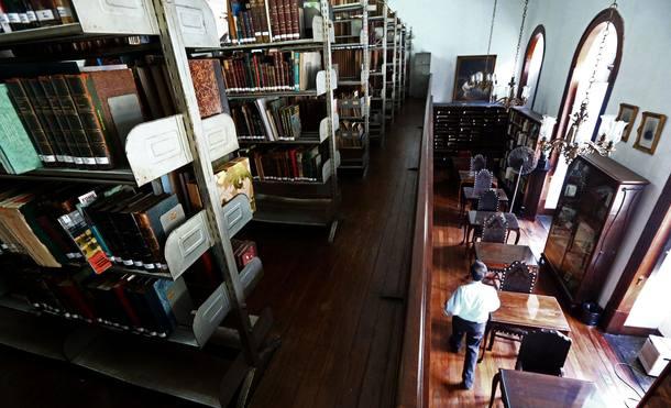 A Biblioteca Pedro Calmon, do Forum de Ciência e Cultura da UFRJ na Praia Vermelha, Urca, local dos furtos (Foto: Fábio Motta/Estadão)
