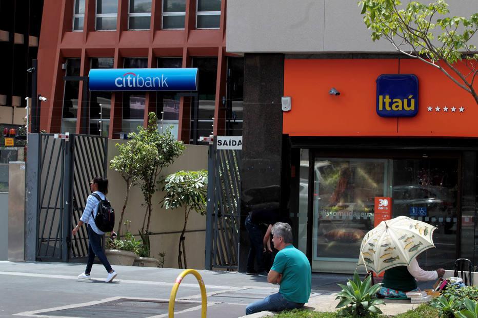 Nos últimos seis meses, sistema bancário fechou 929 agências (Foto: Estadão)