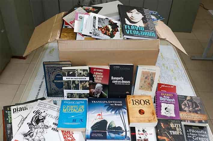 Biblioteca Municipal de Alfenas recebeu as doações (Foto: OMSM)