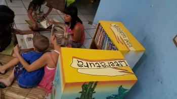 Contemplando obras infantis, juvenis e adultas, cada caixa permanece em uma comunidade por um período médio de 60 dias. (Foto: Semc)