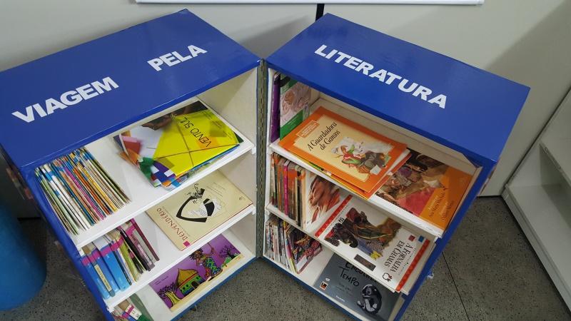 A caixa-estante é uma minibiblioteca móvel que circula em sistema de rodízio por locais de pouco acesso ao livro e à leitura (Fonte: Semc)