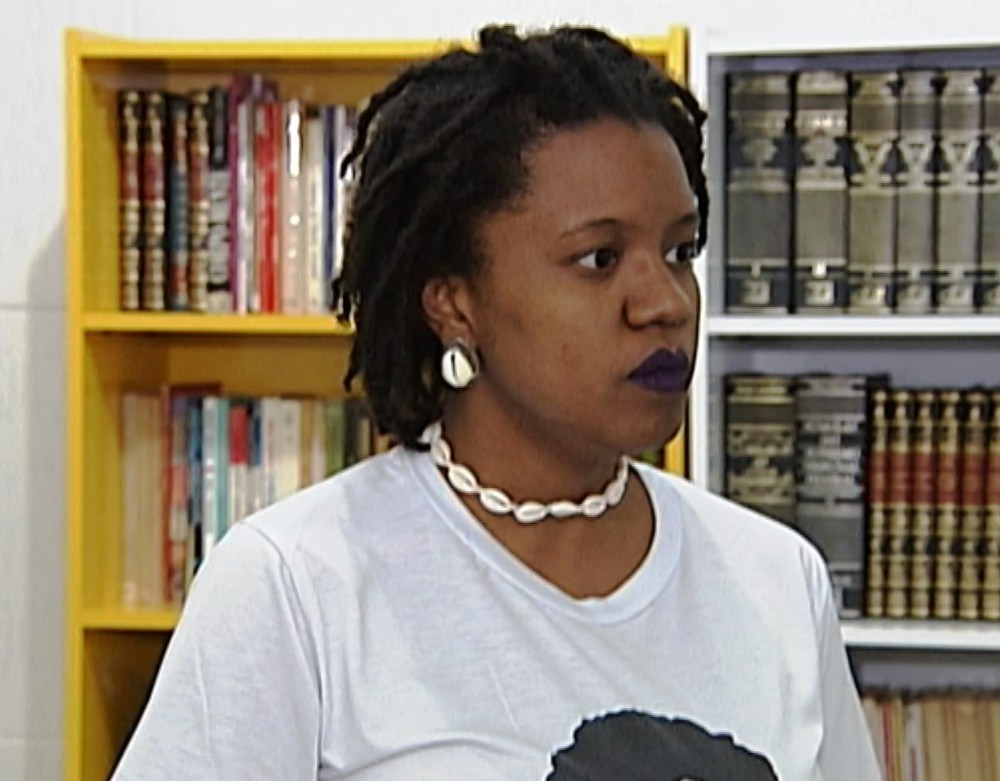 Agnes Maria, uma das idealizadoras do projeto, explica como funciona o Afroespaço (Foto: Reprodução/TV Integração)