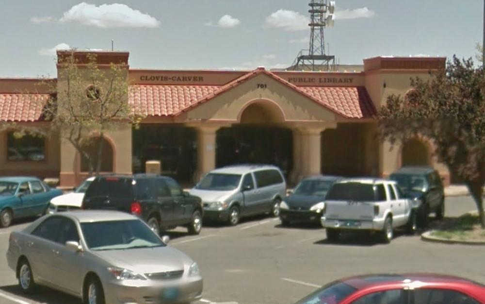 Fachada da Clovis-Carver Public Library, em Clovis, Novo México (Foto: Google Street View)