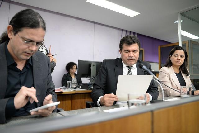 O requerimento do evento é assinado pelos deputados Elismar Prado e Bosco e pela deputada Rosângela Reis (Foto: Guilherme Dardanhan/ALMG)