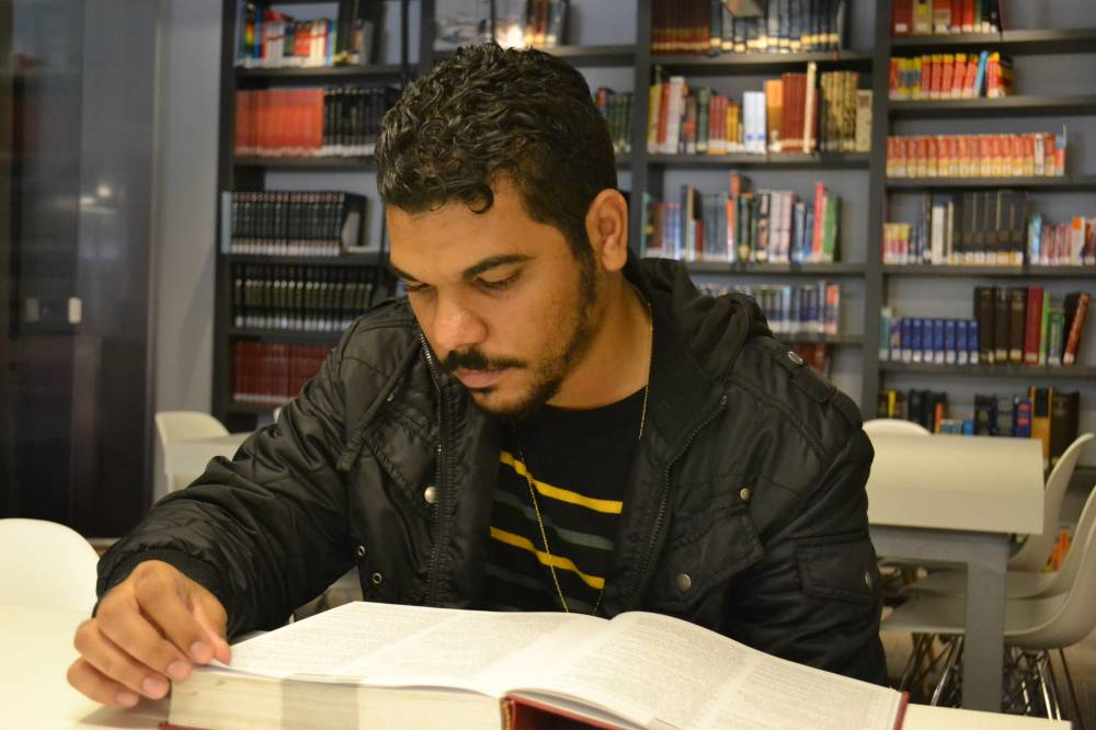 O gaúcho Carlos César Alves Correa, de 24 anos, era catador de lixos e hoje estuda Letras na Universidade Federal do Rio Grande do Sul (UFRGS) (Guilherme Endler, Rede Marista/Divulgação)