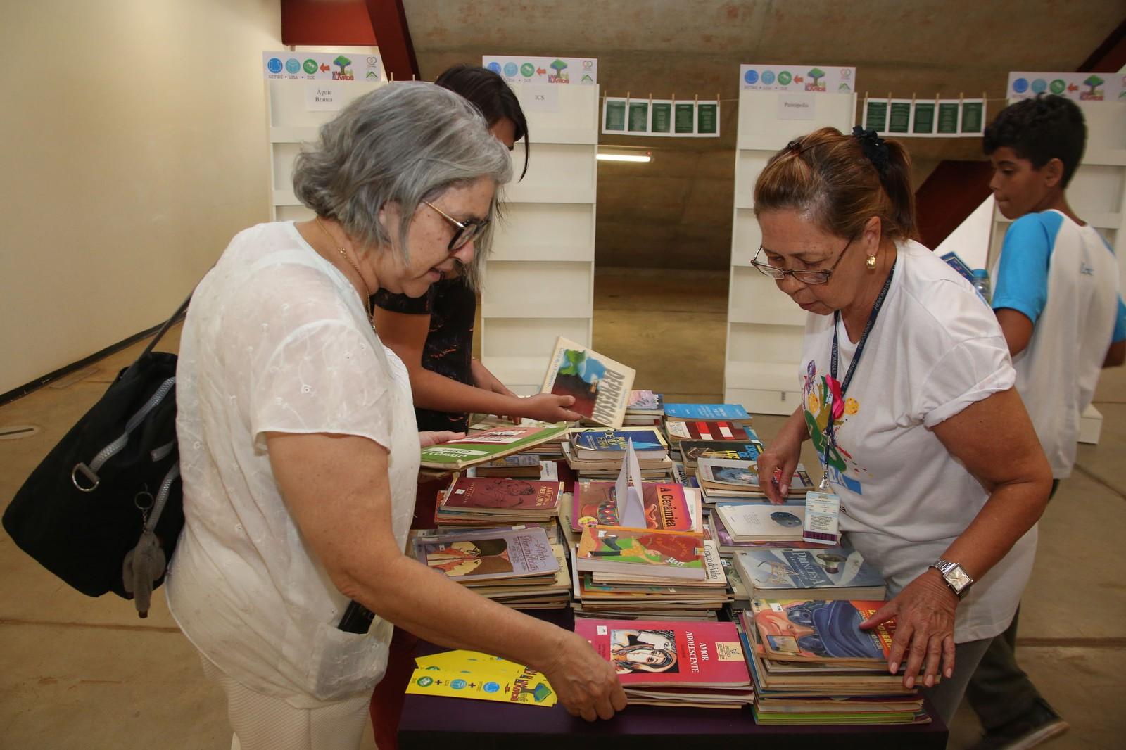 Doaçoes de livros da comunidade também são aceitas (Foto: Elioenai Amuy/UFTM )