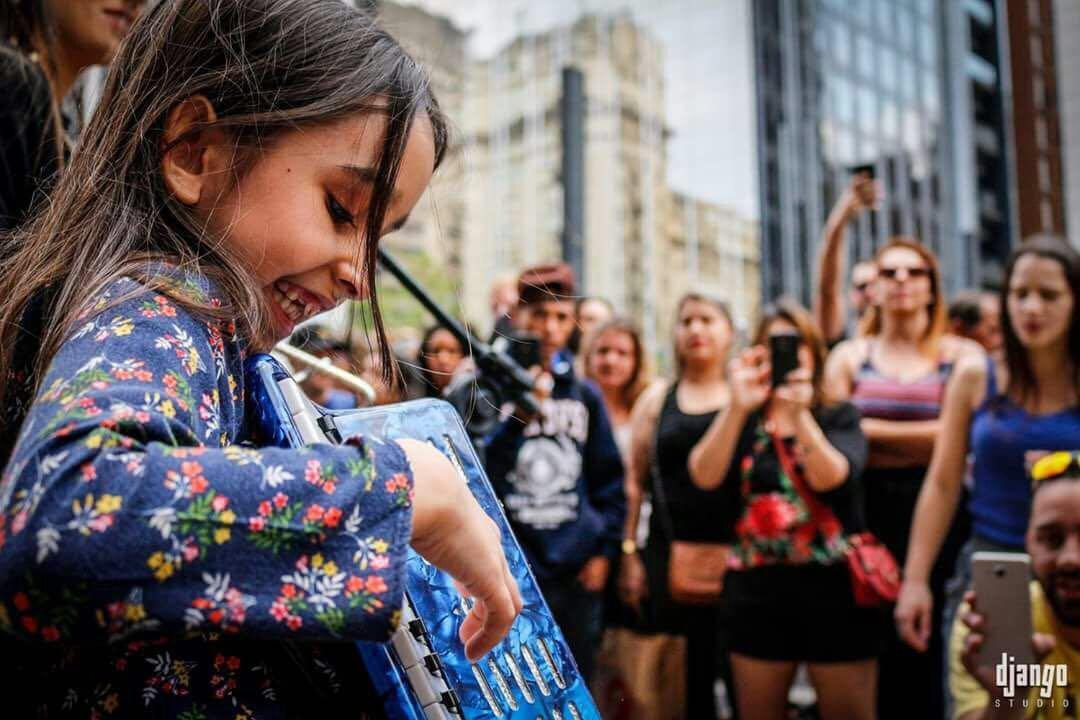 Nina Frainer Francisco: aos 9 anos, capixaba lança livro que conta a própria história (Foto: Arquivo pessoal/Gazeta Online)