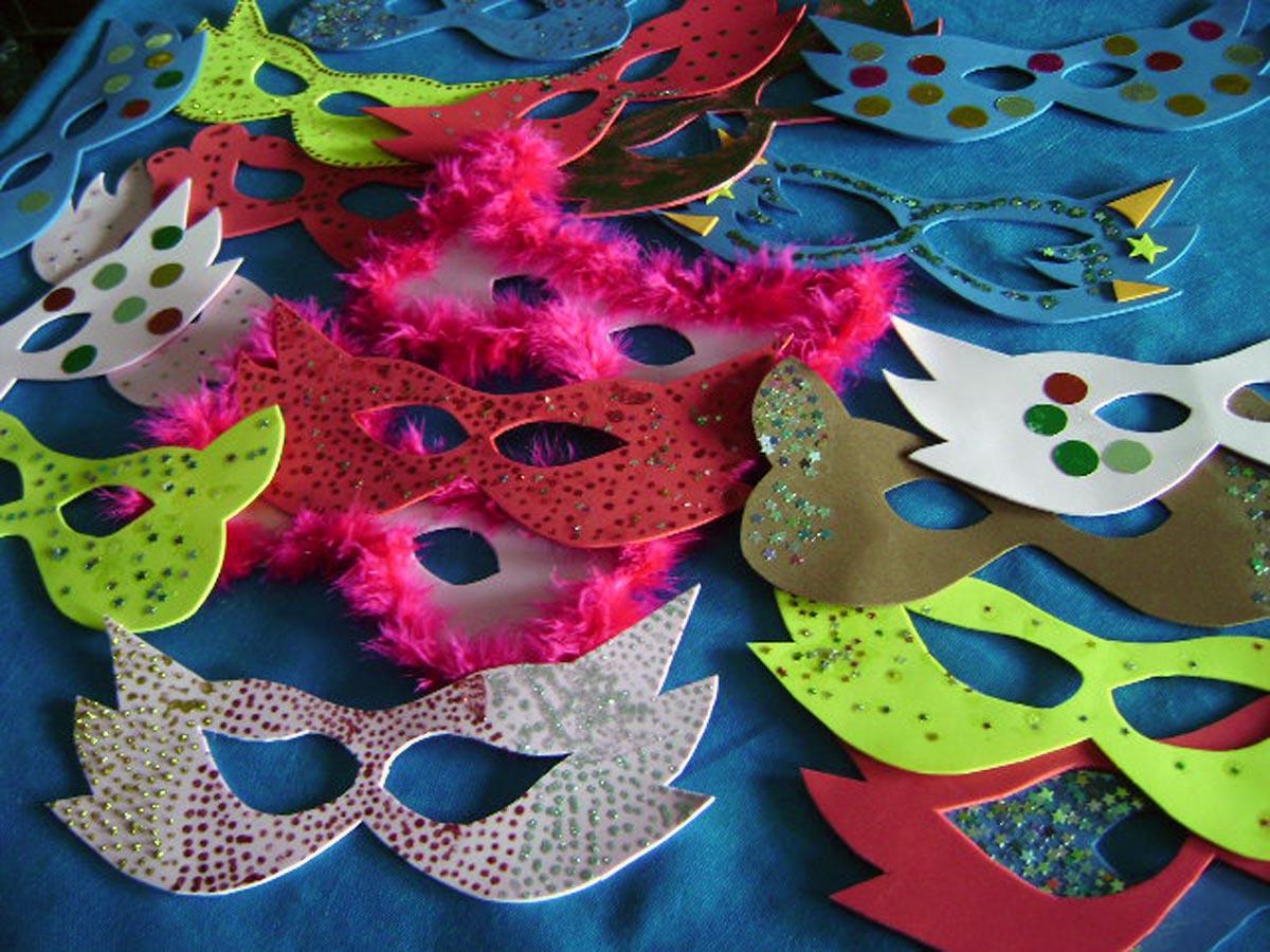 Oficina de máscaras faz parte das ações do Blocoteca (Foto: Reprodução/Web)
